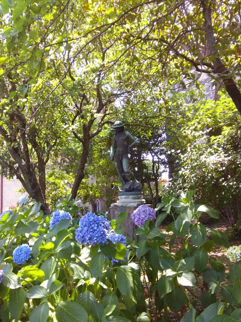 07161501 flowers and statuary