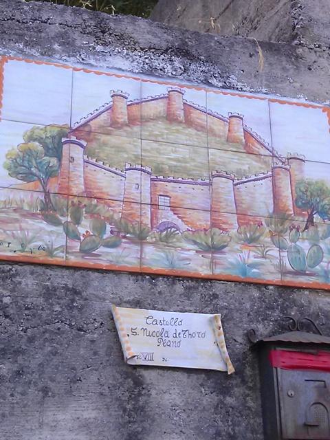 07191502 castle ceramic and mailbox