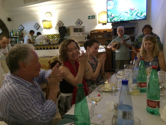 07191506 evening amalfi dinner video of musicians