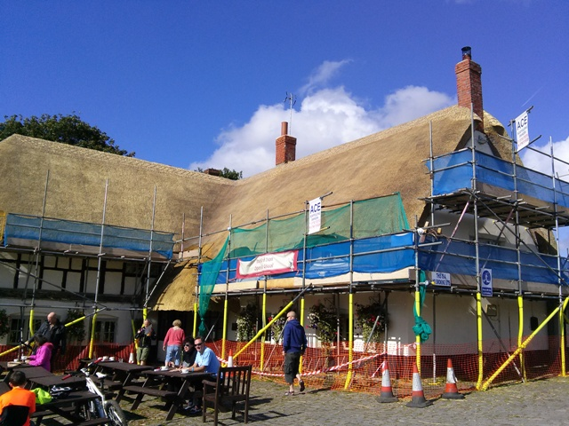 09271502-thatched-in-process-avebury