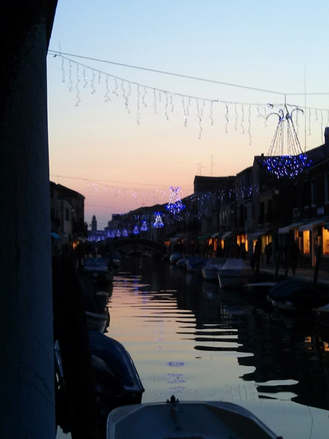 01011603 delicate chandeliers over canal