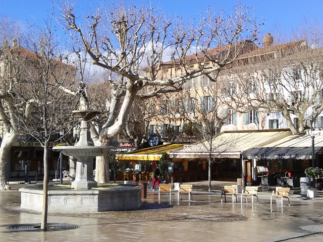 02031602 forgettable lunch on vaison square no more parking