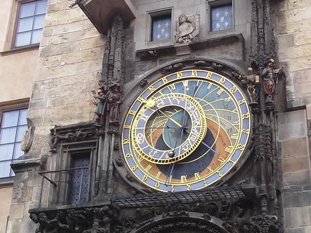 05161601 clock