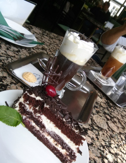 05161601 viennese coffee black forest cake