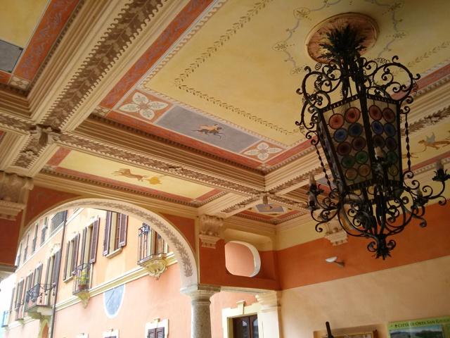 05281603 gracious frescoes porch