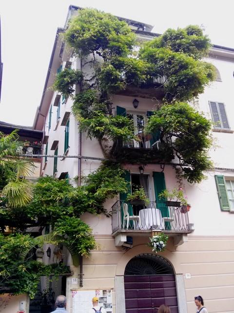 05281603 memories diff resto same balcony