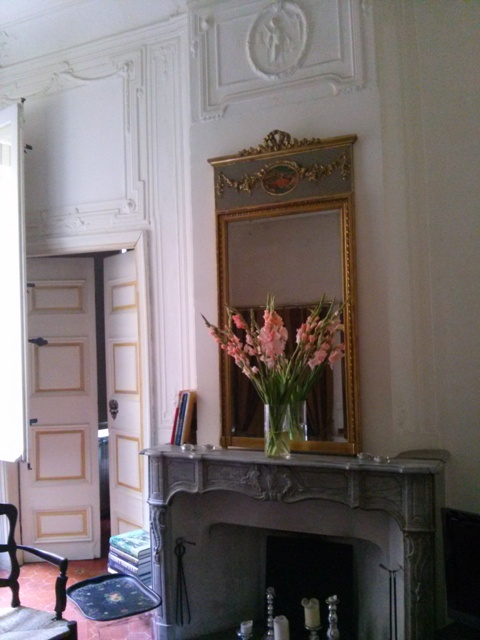 07301601 glads on the mantel then back to shop