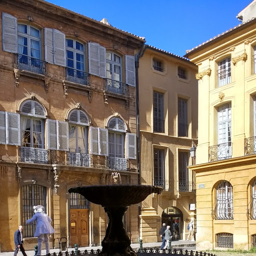 Showing Off Aix